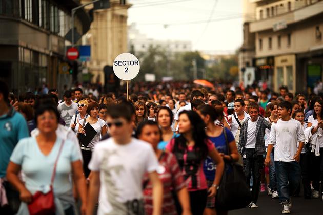 """Copii si adolescenti participa la """"Parada Elevilor"""", organizata cu ocazia Zilelor Bucurestiului, duminica, 19 septembrie 2010. OVIDIU MICSIK / MEDIAFAX FOTO"""
