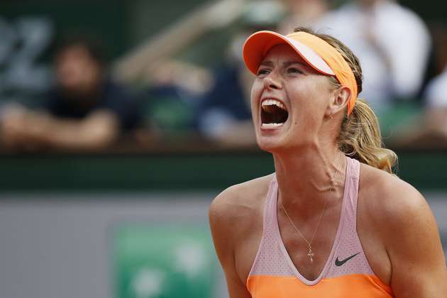 Russia's Maria Sharapova reacts after a point during her French tennis Open final match against Romania's Simona Halep at the Roland Garros stadium in Paris on June 7, 2014.  AFP PHOTO / PATRICK KOVARIK