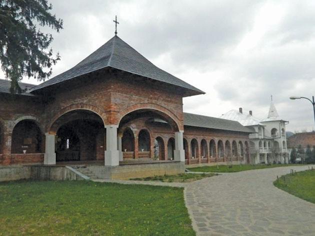 manastirea-bixad3