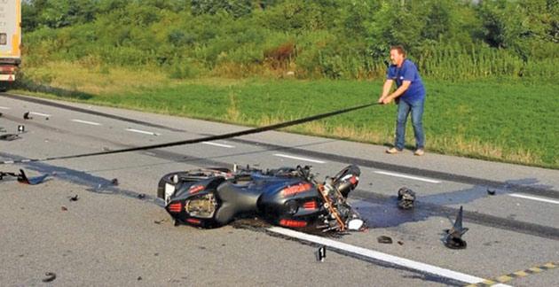 motociclist-la-un-pas-de-moarte
