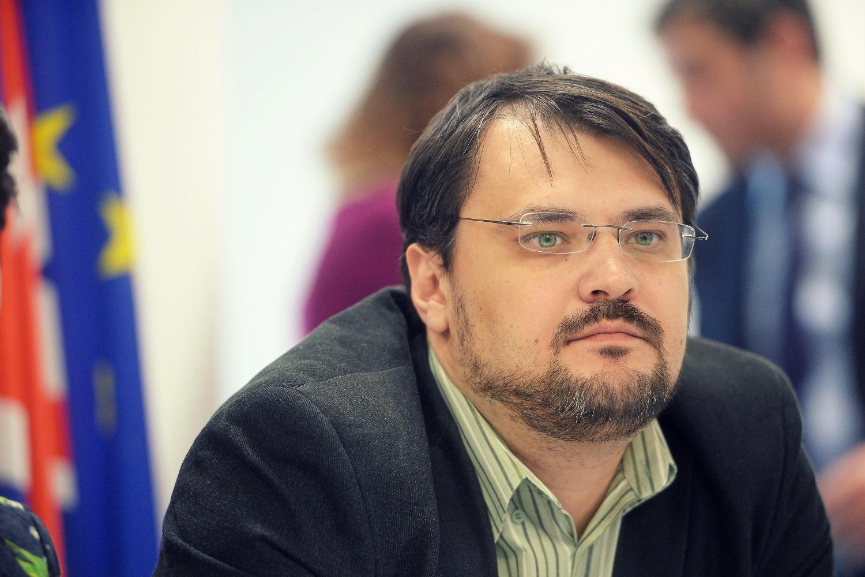 cristian-ghinea-si-a-anuntat-demisia-din-functia-de-ministru-al-fondurilor-europene
