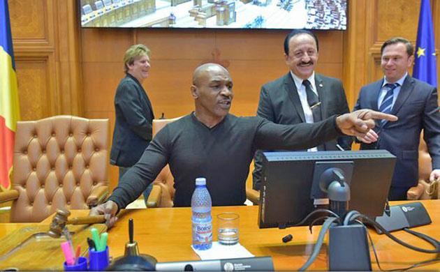 mike-tyson-la-parlament