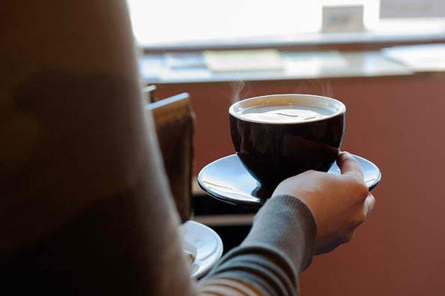 cafea-fierbinte-in-avion
