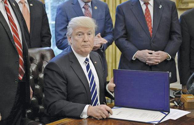 Donald-Trump-demisioneaza