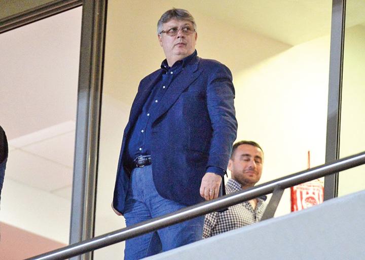 Gino Iorgulescu, presedinte al Ligii Profesioniste de Fotbal (LPF), urmareste meciul cu nationala Greciei, din play-off-ul de calificare la turneul final al Cupei Mondiale din 2014, in Pireu, vineri, 15 noiembrie 2013. ALEXANDRU HOJDA / MEDIAFAX FOTO