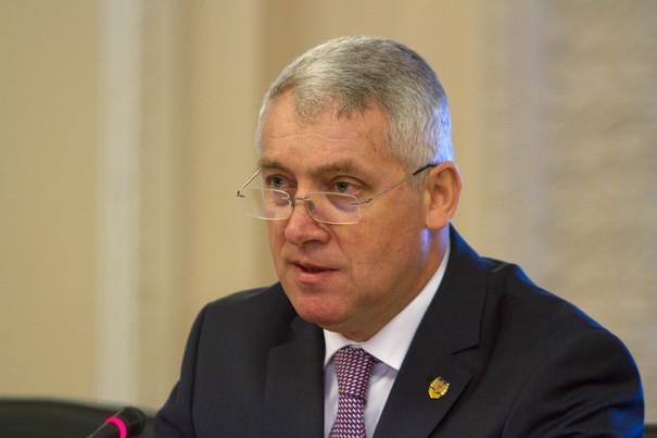Senatorul PSD, Adrian Tutuianu participa la audierile Comisiei parlamentare de control al SRI , in Bucuresti, joi, 9 februarie 2017. Comisia de control asupra activitatii SRI s-a intalnit cu reprezentatii MAI si SRI pentru a discuta evenimentele violente de la protestele din Piata Victoriei din noaptea de 1-2 februarie 2017. ALEXANDRA PANDREA / MEDIAFAX FOTO