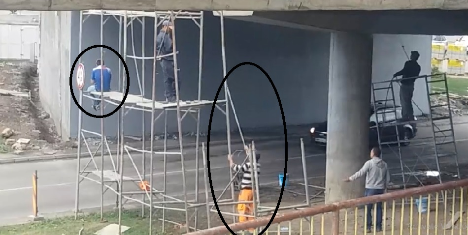 scandal muncitori Podul Decebal1