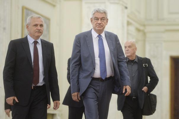 Presedintele PSD, Liviu Dragnea (S) si premierul Mihai Tudose (D), se indreapta, vineri, 1 septembrie 2017, catre sala de sedinte in plen a Camerei Deputatilor din Palatul Parlamentului. ANDREEA ALEXANDRU / MEDIAFAX FOTO
