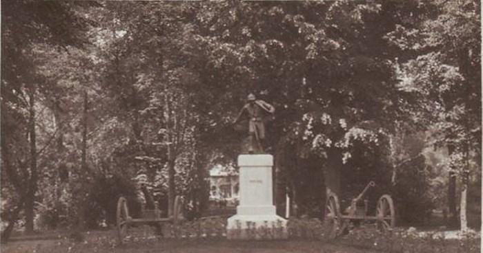 În anul 1939, monumentul a fost mutat în Grădina Romei